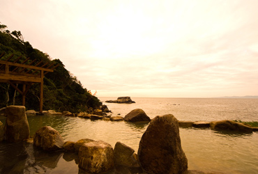 写真:混浴露天風呂 文珠の湯 浜千鳥の湯