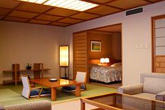 写真:庭園露天風呂付特別客室「浅緋」