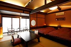 写真:「別邸れとろ」和ベッド付き和モダンタイプ客室