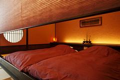 写真:「別邸れとろ」テラス・露天風呂付き和モダン客室_和ベッド