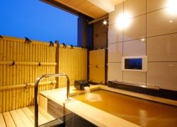 写真:「枳殻の間」客室露天風呂