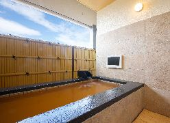 写真:「菩提樹の間」客室露天風呂