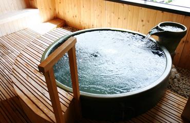 写真:貸切展望温泉露天風呂 酔月の湯
