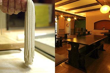 写真:手打ち十割蕎麦と「遊楽庵」