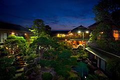 写真:庭園夜景イメージ