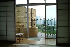 写真:露天風呂+テラス_お部屋イメージ