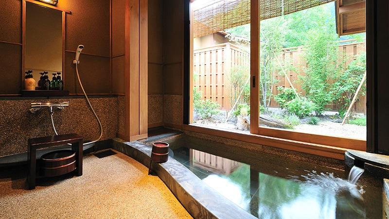 写真:「山ぼうし」半露天風呂