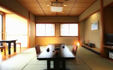 写真:標準和洋室:8畳+8畳ツインベッド+広縁