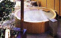 写真:滝見の湯屋 桶風呂