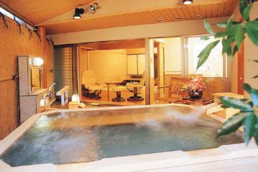 写真:南館 温泉庭園露天風呂付特別室