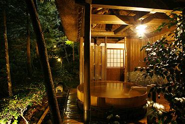 写真:貸切露天風呂 湯小屋「山の湯」 夜景