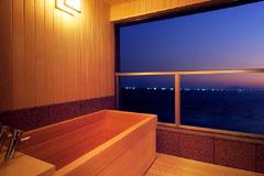 写真:花月 檜の露天風呂風呂 夜景