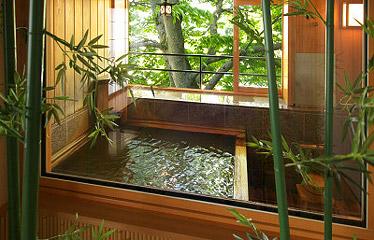 写真:総檜の露天風呂付き客室