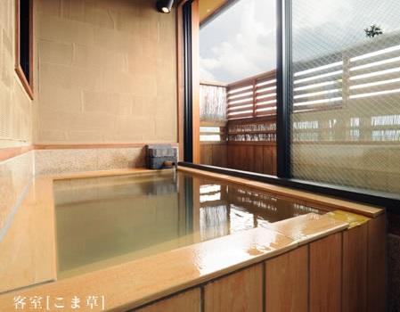 写真:半露天風呂付き客室和室10畳