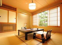 写真:半露天風呂付き客室和室8畳