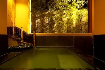 写真:露天風呂付客室 露天風呂