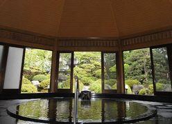 写真:檜造りの八角堂