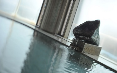 写真:伝統の水晶風呂