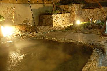 写真:ご婦人露天風呂「夕月の湯」