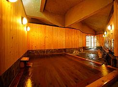 写真:檜の湯「木の香と湯の香」