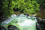写真:露天風呂「眺めと湯の香り」