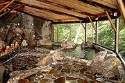 写真:岩風呂「涼風と岩の湯」
