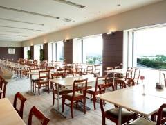 写真:カフェレストラン「カメリア」 ロビー階