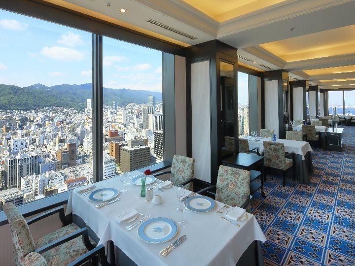 写真:レストラン「エメラルド」 35階