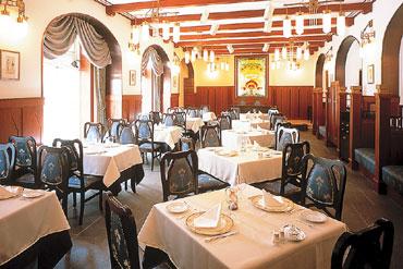 写真:洋レストラン「エスカーレ」 1階