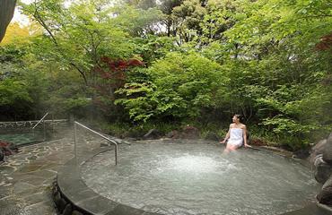写真:霧乃溶岩露天風呂&nbps;「もみじの湯」