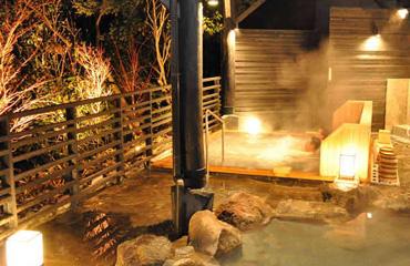 写真:露天風呂「かえでの湯」