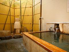 写真:温泉貸切露天風呂「檜美の湯」