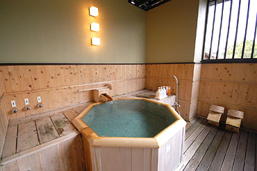 写真:露天風呂付客室