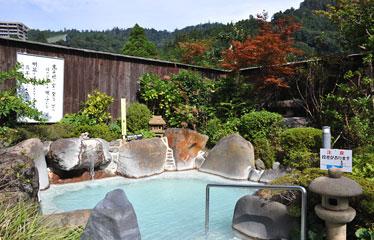 写真:晶子の湯 (女性用露天風呂) 硫黄泉
