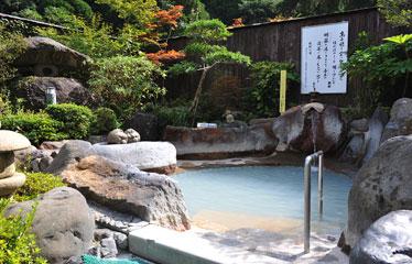 写真:鉄幹の湯 (男性用露天風呂) 硫黄泉