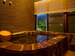 写真:展望岩風呂付き客室