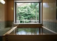 写真:貸切渓流風呂