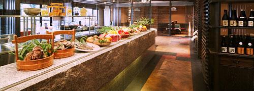 写真:オープンキッチン・レストラン 飯依比古
