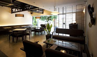 写真:宿前のダイニングカフェ 「DotCafe」