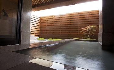 写真:grafデザインの貸切露天風呂 「月の湯」