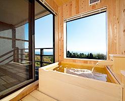 写真:天然温泉露天風呂付オーシャンビュールーム