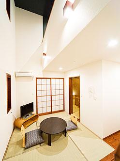 写真:メゾネットタイプ和洋室