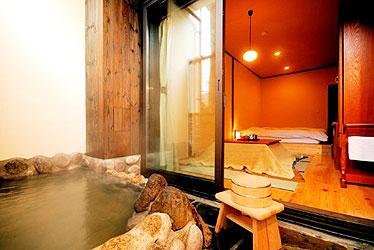 写真:本棟 客室露天風呂