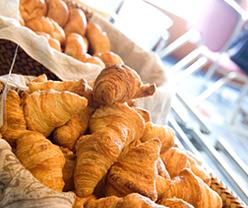写真:朝食パンコーナー