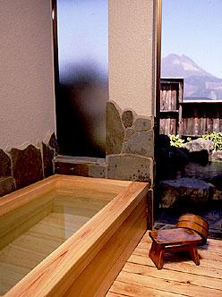 写真:花由 棟 客室用露天風呂