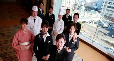 写真:笑顔いっぱいのスタッフ