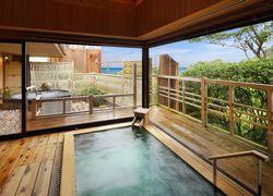 写真:海眺めの露天風呂「風の章」