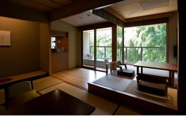 写真:露天風呂+和室
