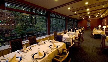 写真:洋食レストラン「ベルビュー」