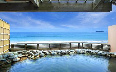 写真:温泉露天風呂「天海の湯」